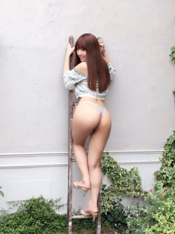 三上悠亜(元SKE48鬼頭桃菜)の最新グラビア画像18