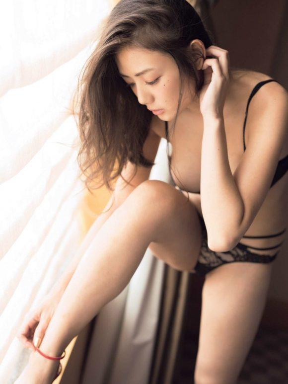 片山萌美 Gカップ! 写真集Rashin裸芯の透け乳首!大乳輪の画像17