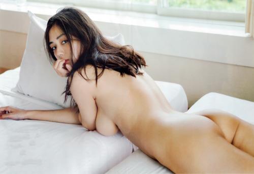 片山萌美 Gカップ! 写真集Rashin裸芯の透け乳首!大乳輪の画像6