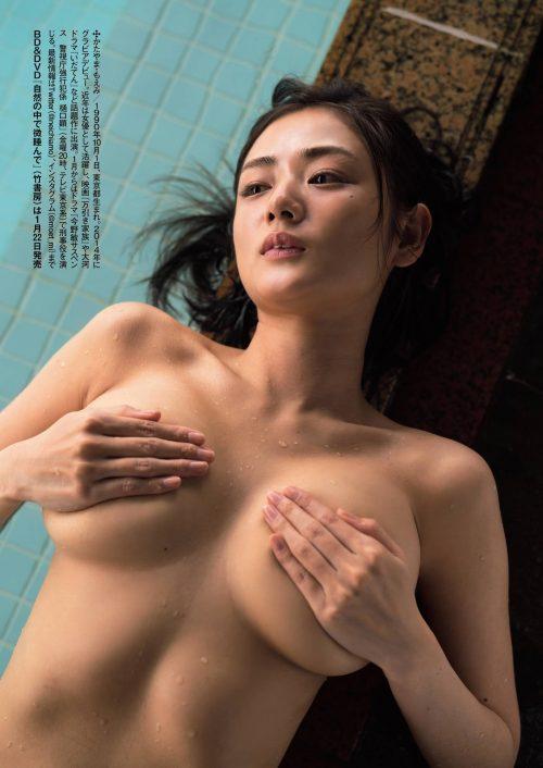 片山萌美の色っぽくてエロい離れ垂れ巨乳おっぱいのグラビア画像15
