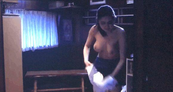 片山萌美の乳首の出た画像2