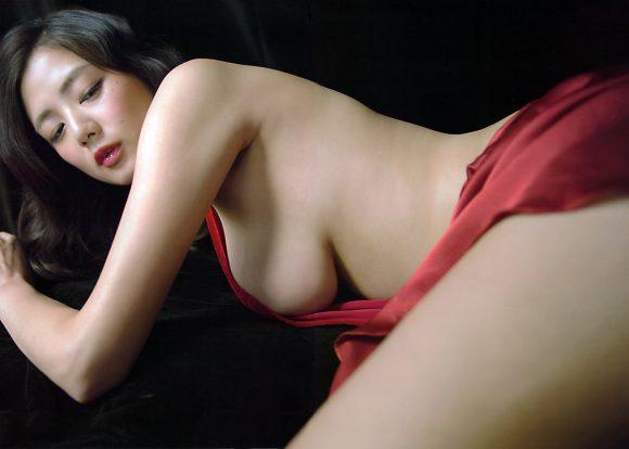 片山萌美の乳首の出た画像11