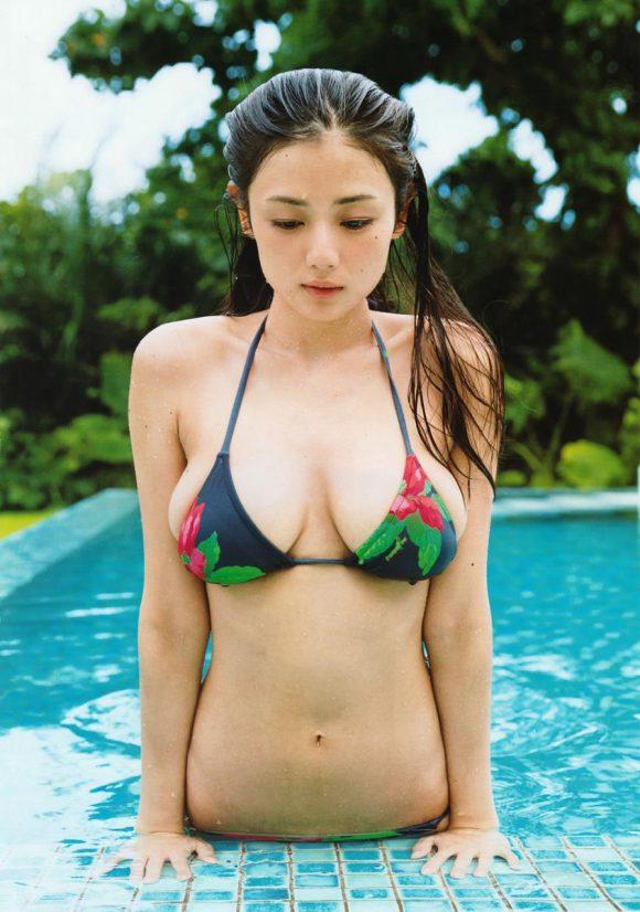 片山萌美の乳首の出た画像10