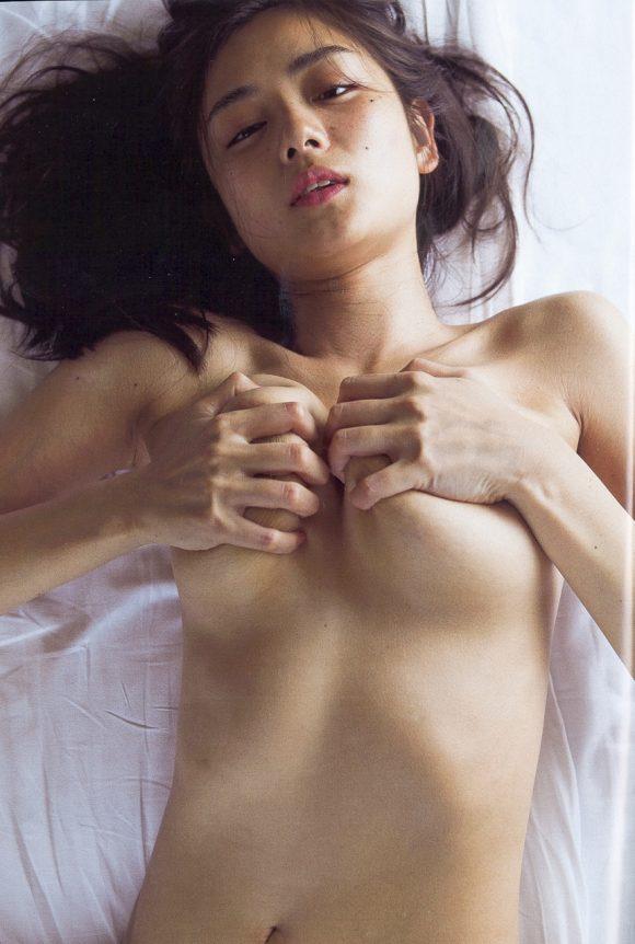 片山萌美の乳首の出た画像6