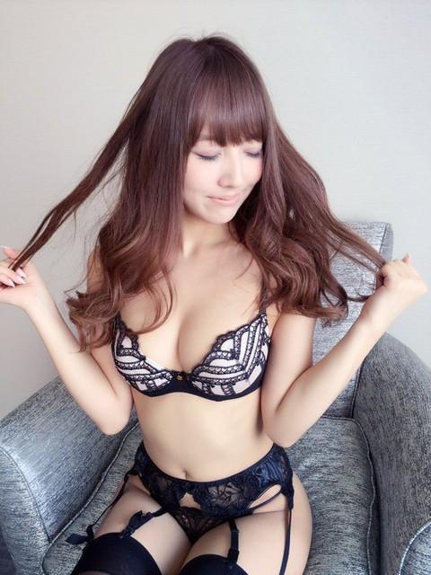 三上悠亜 Fカップ!交わる体液 濃密セックスの画像2