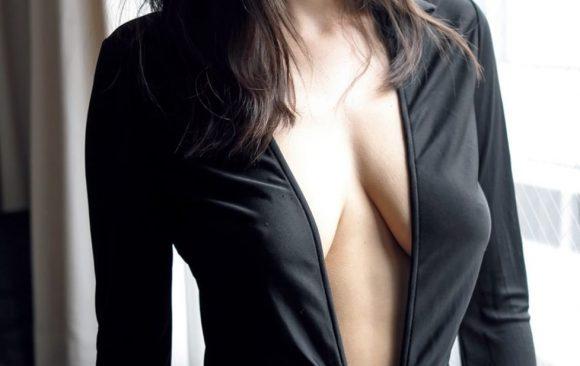 片山萌美 Gカップ! 写真集Rashin裸芯の透け乳首!大乳輪の画像14