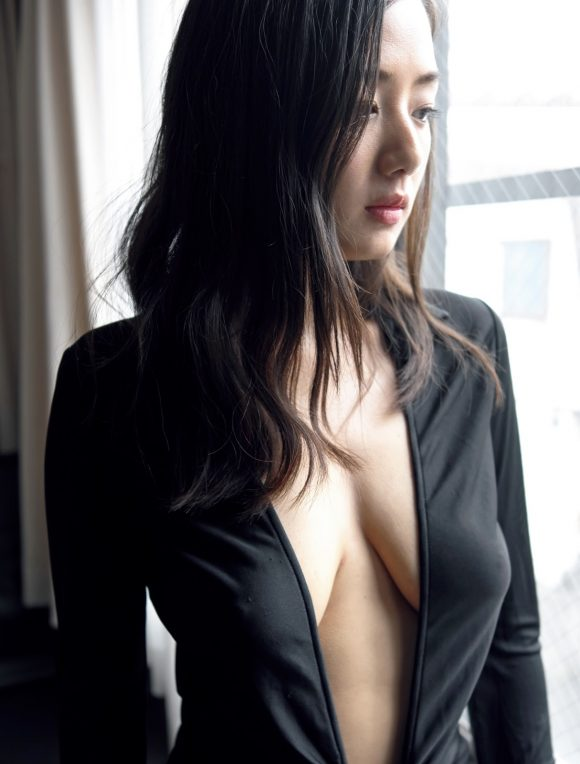 片山萌美 Gカップ! 写真集Rashin裸芯の透け乳首!大乳輪の画像13