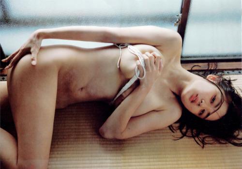 片山萌美 Gカップ! 写真集Rashin裸芯の透け乳首!大乳輪の画像8