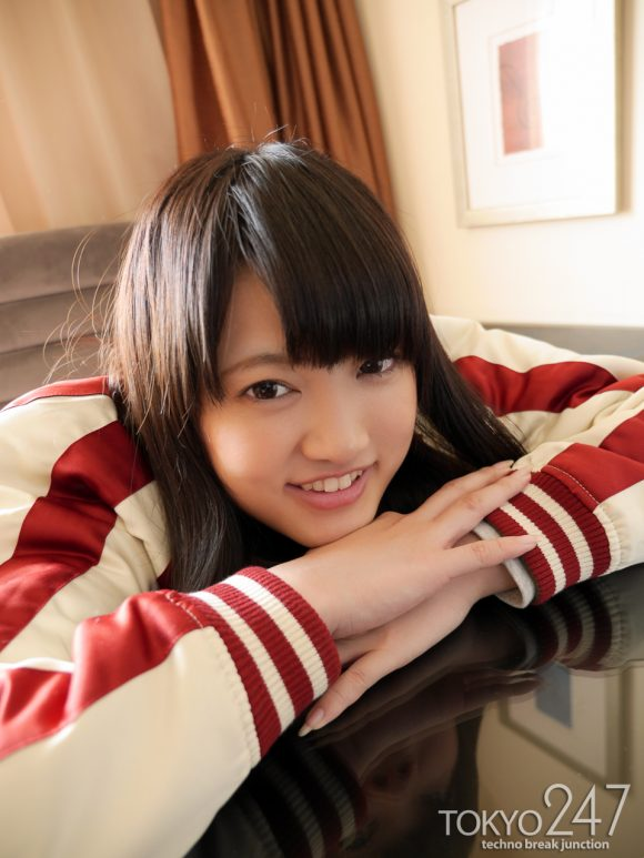 初音杏果 18歳 モデル  画像1