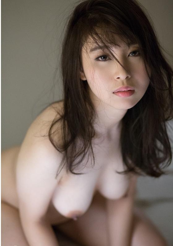小川桃果 Fカップ! 着衣でもわかる突き出た美巨乳63