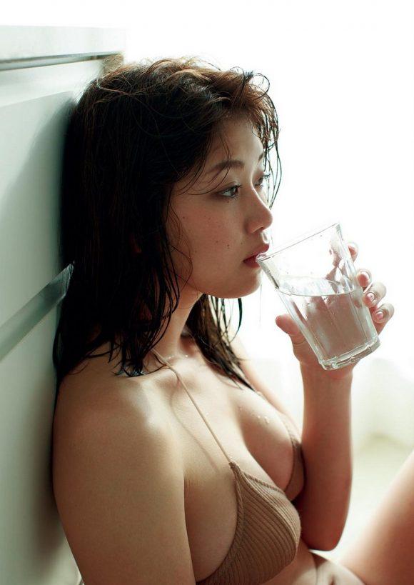 稲村亜美 21歳Fカップ! 最初で最後の水着写真集! '17セクシーグラビアまとめ神スイング24