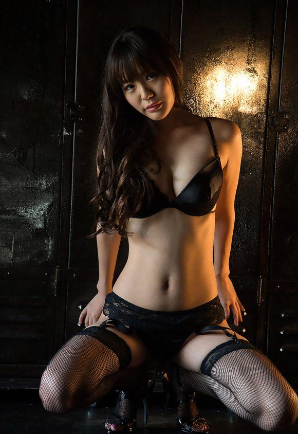 黒川サリナ Fカップ豊満おっぱい画像16