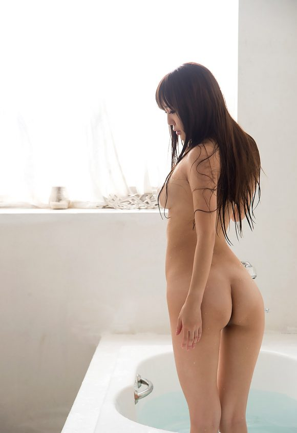 黒川サリナ Fカップ豊満おっぱい画像25
