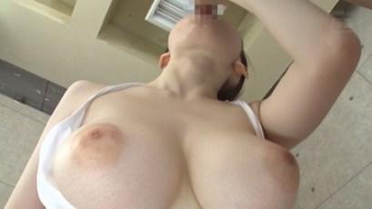 水卜さくら Gカップ美巨乳! 黒髪美少女の女子校生の美乳がチラリポロリ 15