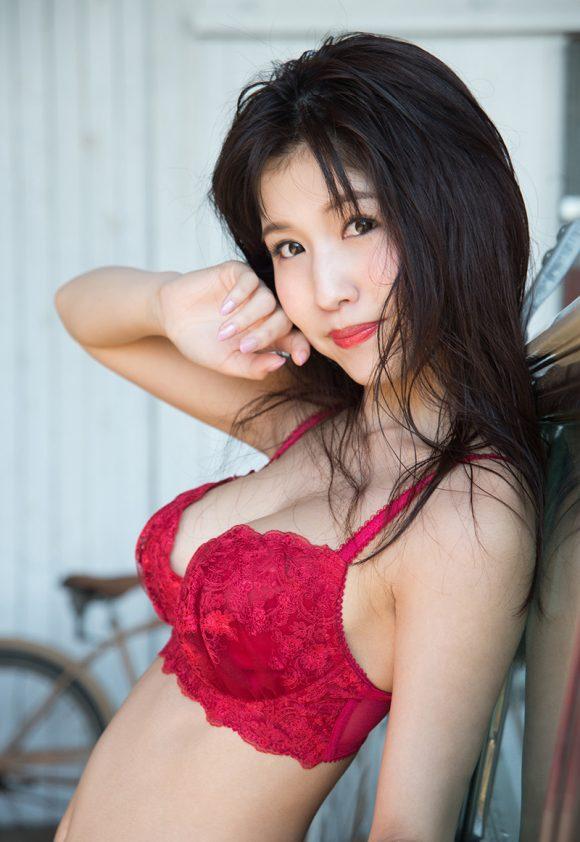 桜空ももの美巨乳画像18