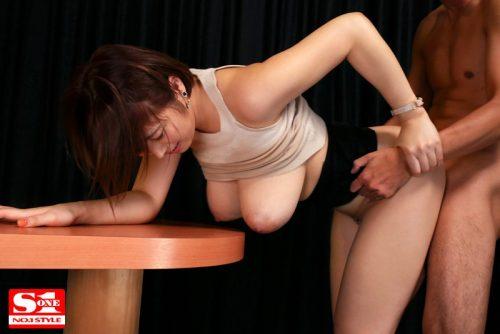 松本菜奈実 常にノーブラ透けおっぱいで誘惑する【完全着衣】Jカップお姉さん4