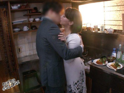 篠崎かんなが別名赤名めぐみで出演しているムッチムチ爆乳デカ尻太もも揉みまくり動画9
