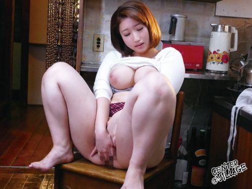 篠崎かんなが別名赤名めぐみで出演しているムッチムチ爆乳デカ尻太もも揉みまくり動画7