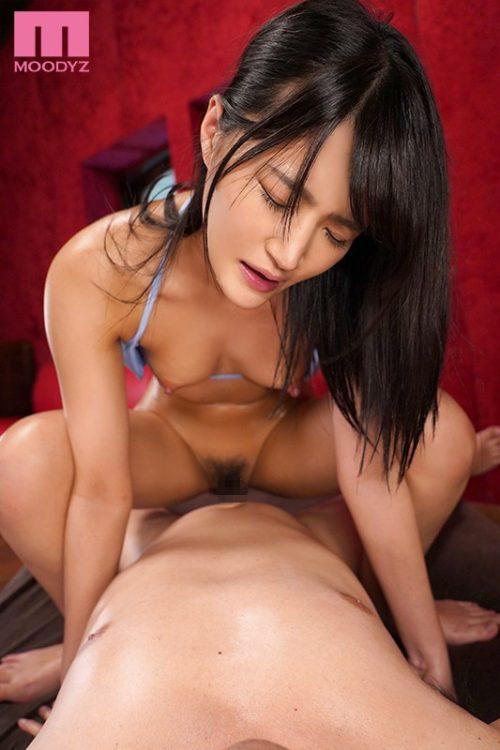 加賀美まりのスレンダーボディ画像-37