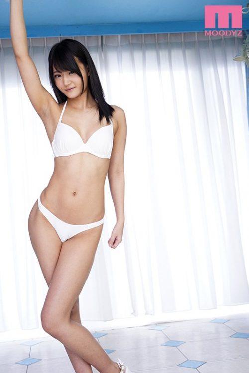 加賀美まりのスレンダーボディ画像-31
