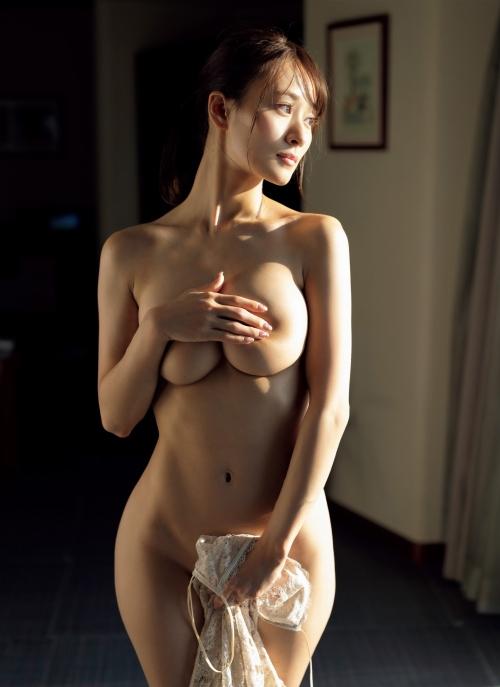 フミカの美巨乳とデカ美尻の画像13