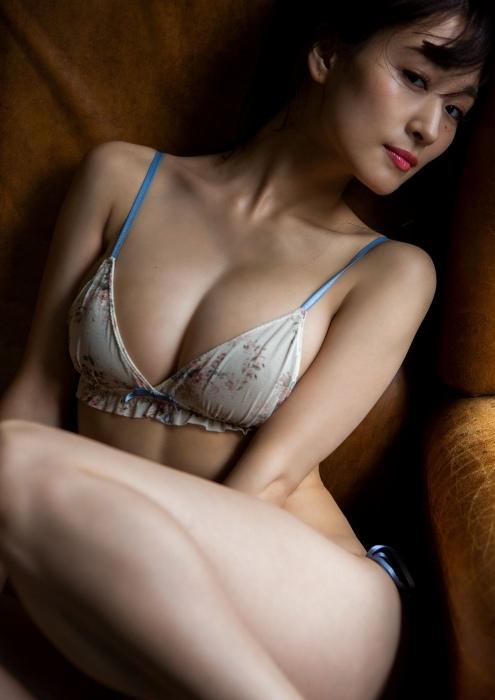 フミカの美巨乳とデカ美尻の画像25