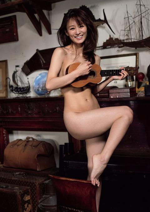 フミカの美巨乳とデカ美尻の画像46
