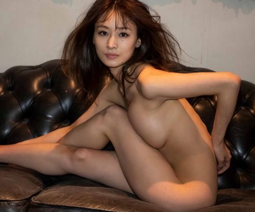 フミカの美巨乳とデカ美尻の画像7