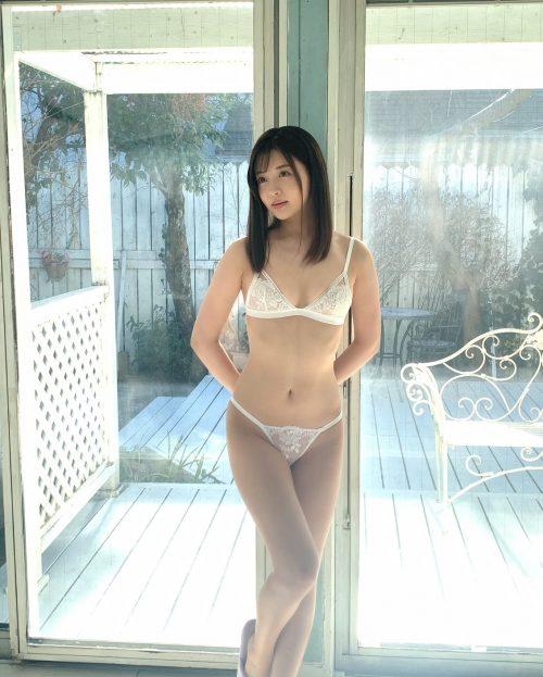 夏木りんの美乳おっぱい画像46
