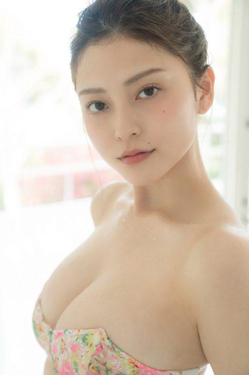 櫻井音乃の柔らかい色白爆乳おっぱいの画像24