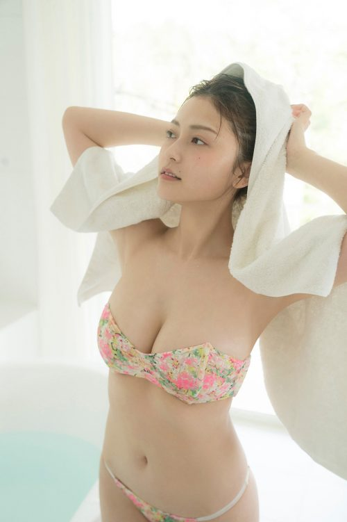 櫻井音乃の柔らかい色白爆乳おっぱいの画像25