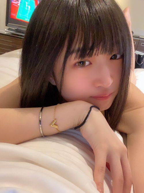 仲村りおの可愛い丸顔と綺麗なDカップおっぱいの画像13