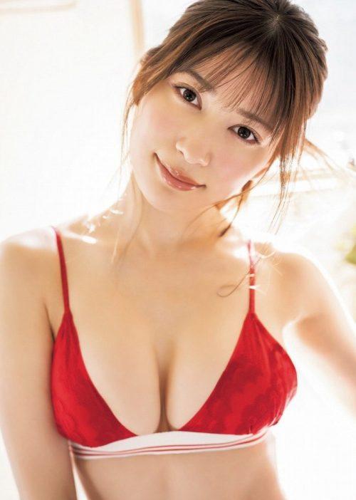 雪平莉左の巨乳おっぱいと細くくびれたウエストと大きくてボリュームのある美しいお尻のグラビア画像28