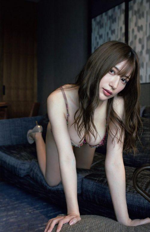 雪平莉左の巨乳おっぱいと細くくびれたウエストと大きくてボリュームのある美しいお尻のグラビア画像50