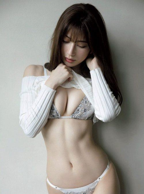 雪平莉左の巨乳おっぱいと細くくびれたウエストと大きくてボリュームのある美しいお尻のグラビア画像6