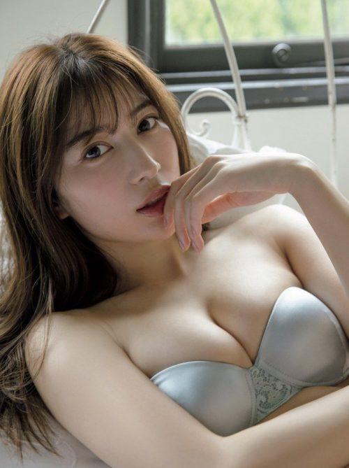 雪平莉左の巨乳おっぱいと細くくびれたウエストと大きくてボリュームのある美しいお尻のグラビア画像7