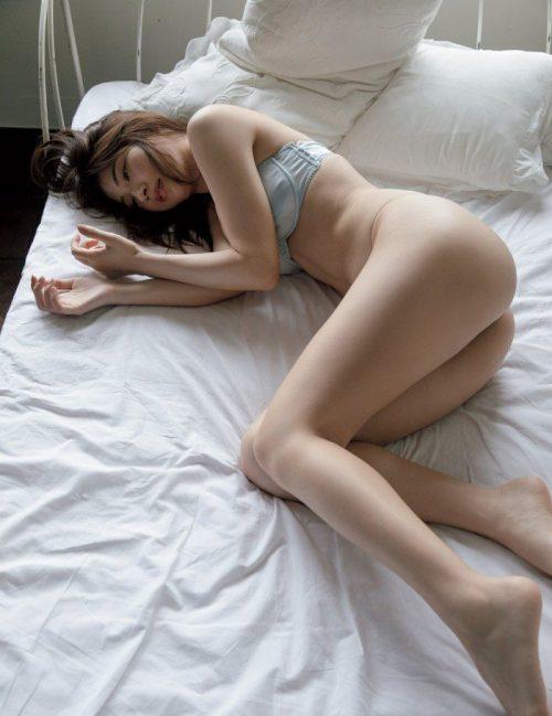 雪平莉左の巨乳おっぱいと細くくびれたウエストと大きくてボリュームのある美しいお尻のグラビア画像8